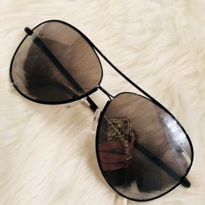 Betsey Johnson Polarized Sunglasses✨
